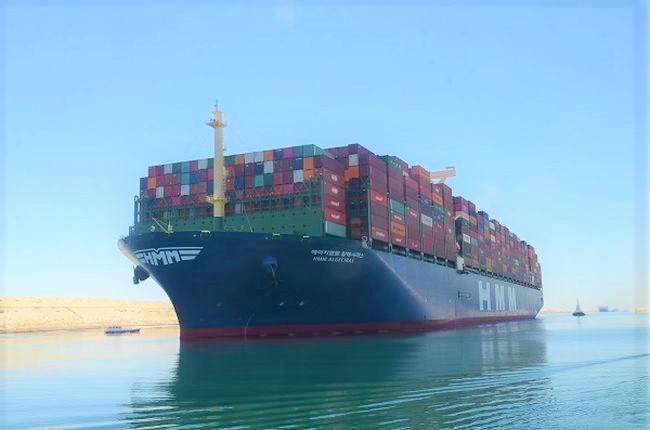 """World's Largest Container Vessel """"HMM Algeciras"""" Transits Suez Canal"""