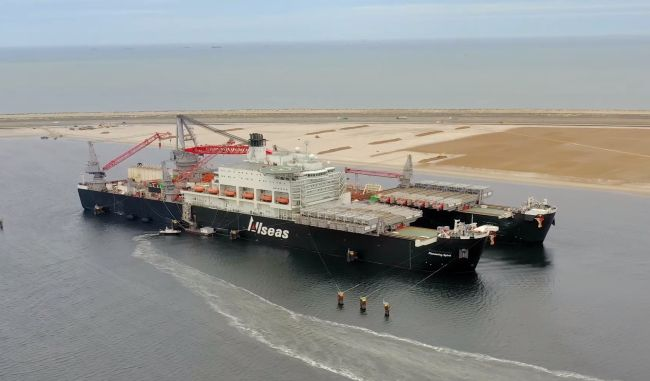World's Biggest Vessel Receives First Drone Delivery_