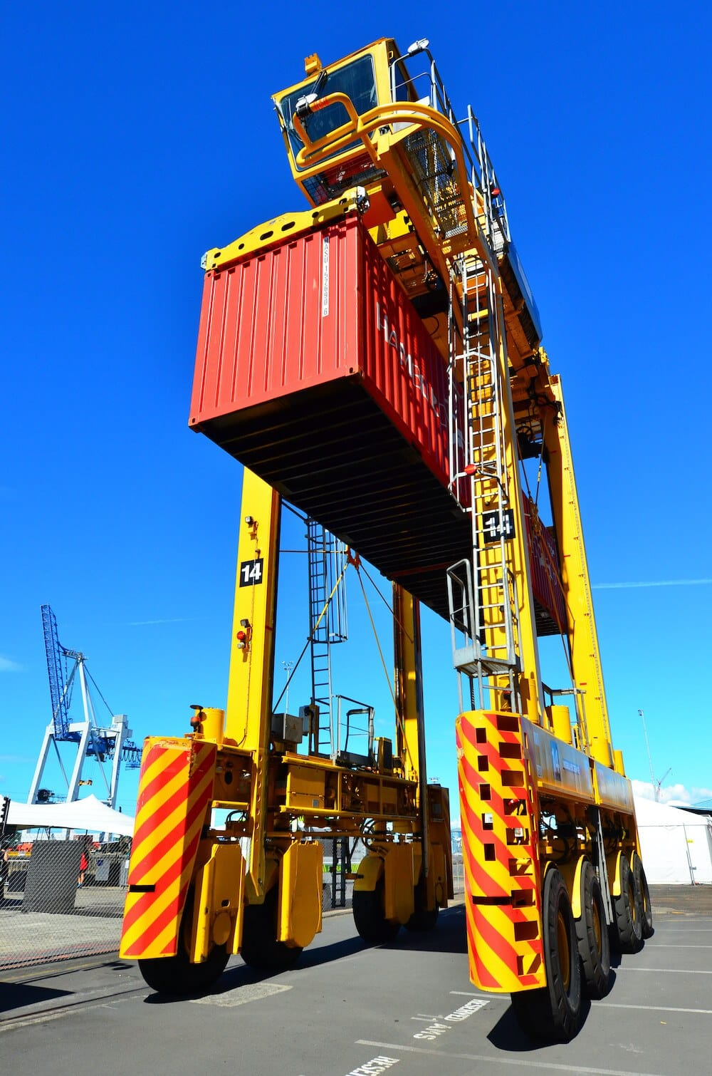 Straddle Carriers - Design, Operation, Advantages And ...
