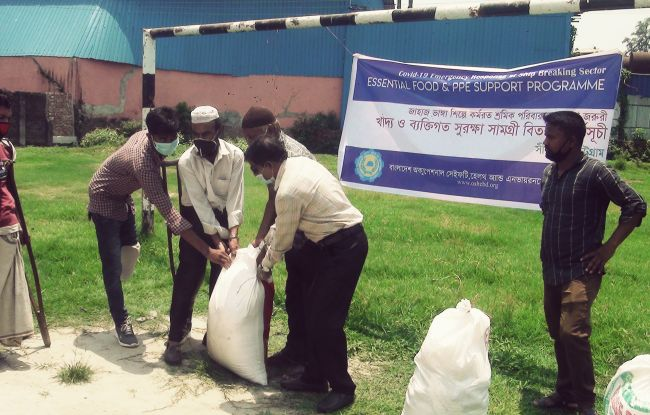 NGOs Distribute Emergency Food To Shipbreaking Workers In Bangladesh_6