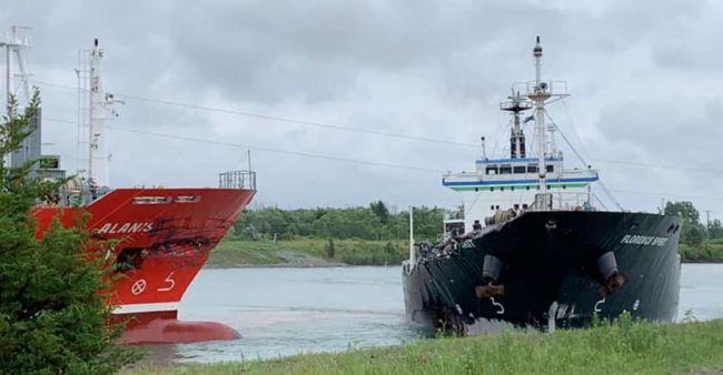 2 Ships Collide In Ontario_1
