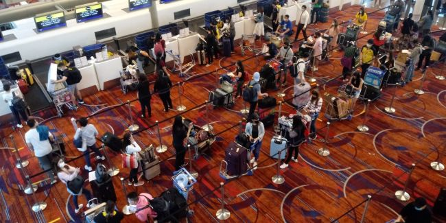 Filipino repatriates checking in for the Scoot TR 1390 flight for Manila last 27 July. Photo - Raul Macapinlac