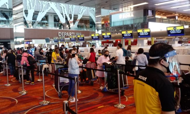 Filipino repatriates checking in for the Scoot TR 1390 flight for Manila last 27 July. Photo _ Raul Macapinlac