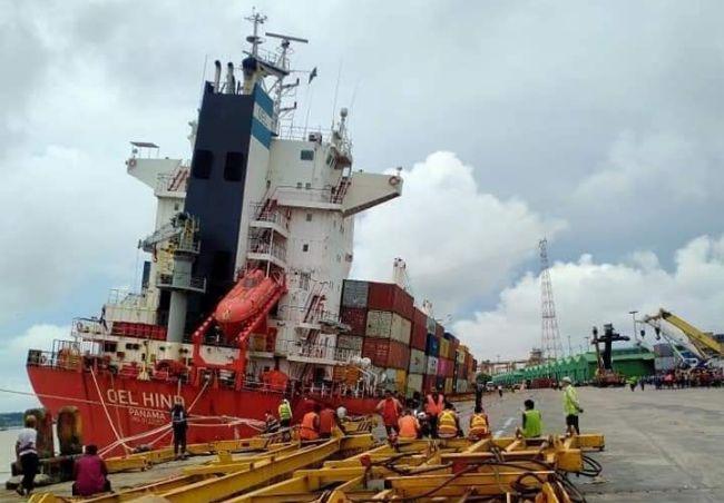 Chittagong port OEL HIND Ship Tilts