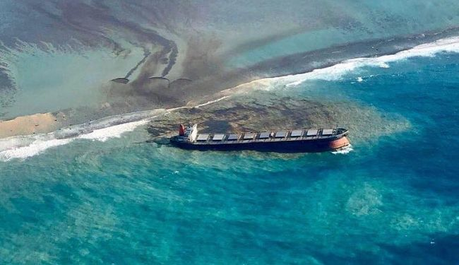 mauritius oil spill grounding travel guide