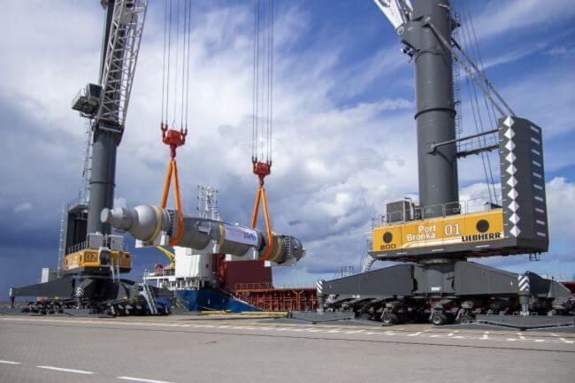 world's heaviest cargo operation port_bronka
