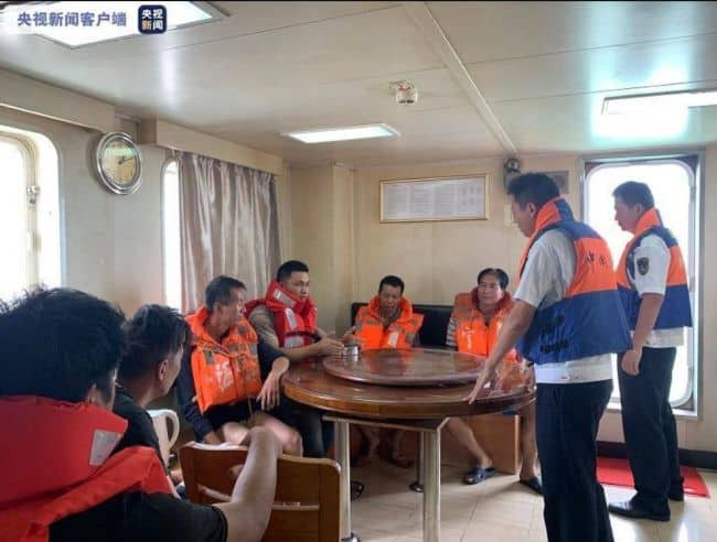 6 Crew Members Rescued From A Sinking Ship Along The Coast Of Xiangshan, Ningbo _2
