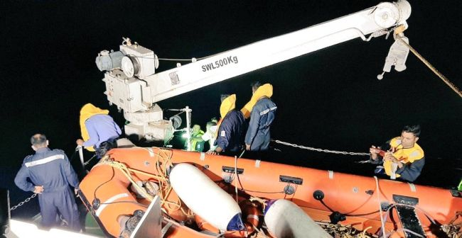 Indian coast guard rescues 12 crew members from sinking ship