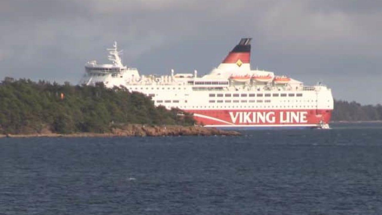 Video Viking Line S Passenger Ferry Amorella Runs Aground