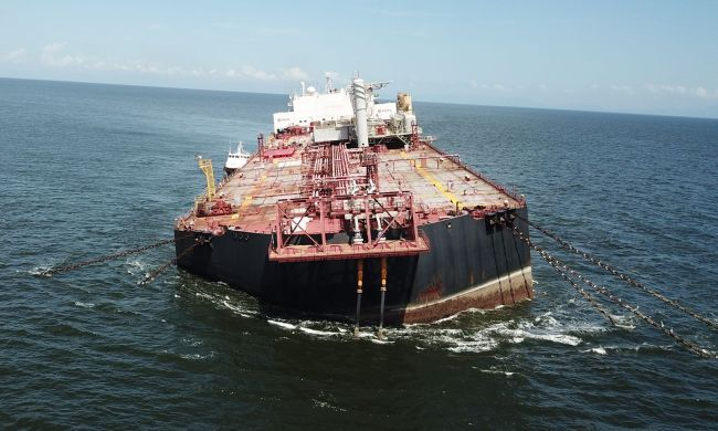sinking-with-60-million-gallons-of-oil - wo text
