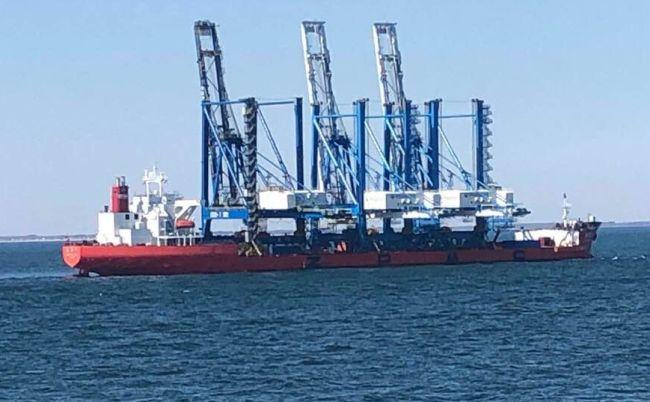 Liberian Flagged Heavy Load Carrier - ZHEN HUA 7