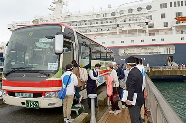 Nippon Maru at Tateyama port _ passengers
