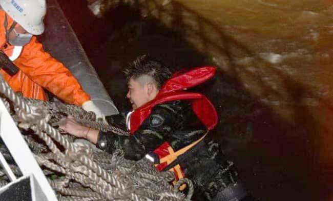 China-Yangtze-Ship-Rescue