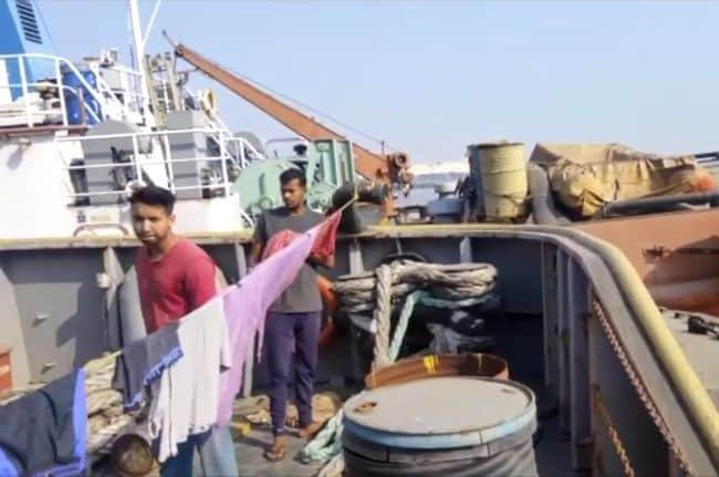 Seafarers stranded on Tag Rajvir and Tag Laxmi