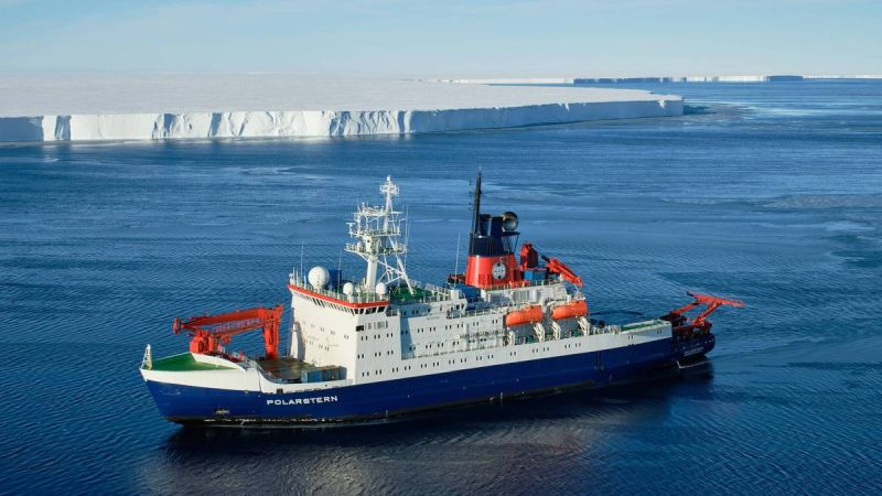 Polarstern Reserach Vessel - Brunt-Eisschelf TimKalvelage