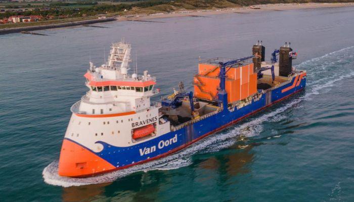 Subsea rock installation vessel Bravenes
