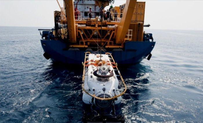 India Sends Mini-Sub To Rescue 53 Crew of Missing Indonesian Submarine