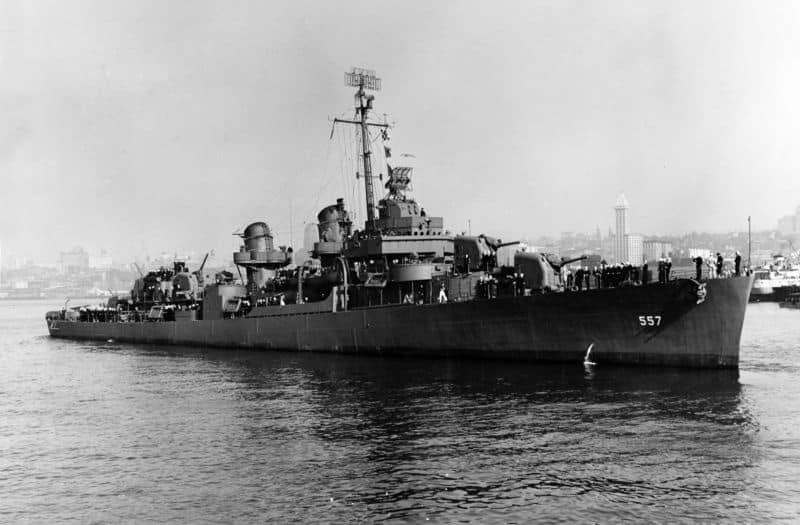 USS_Johnston_(DD-557)_underway_on_27_October_1943_(NH_63495)