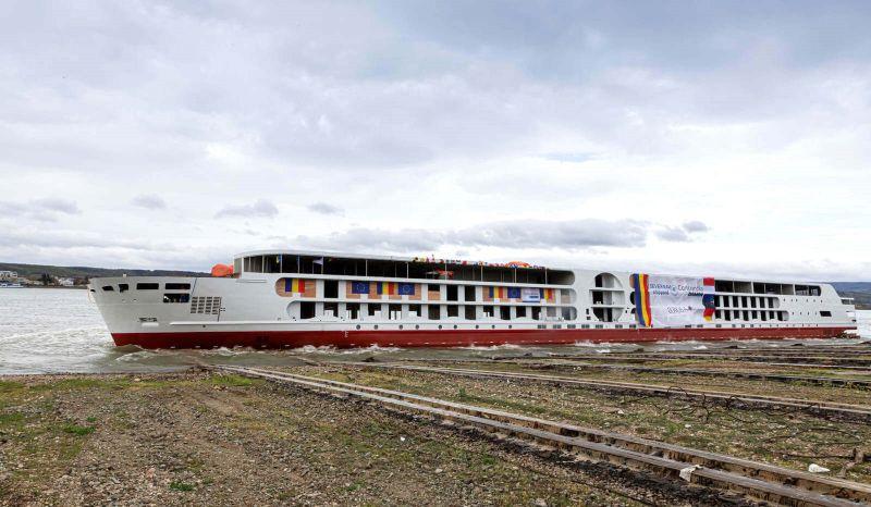 a_rosa_river_cruise_ship_1