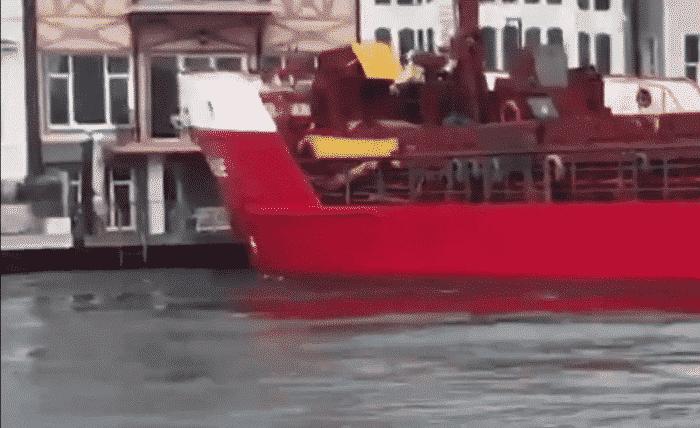bosphorous-cargo-ship-collision-1