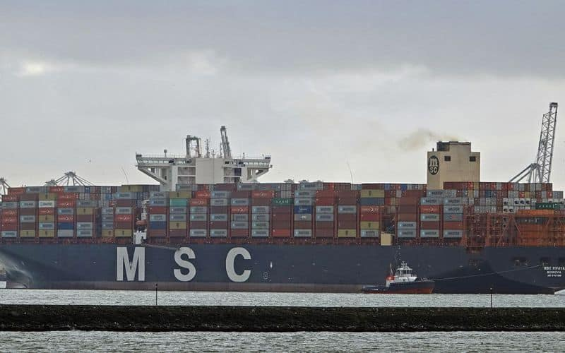 Arrival of the MSC Rifaya, the stowed container ship that was the first to arrive in Rotterdam