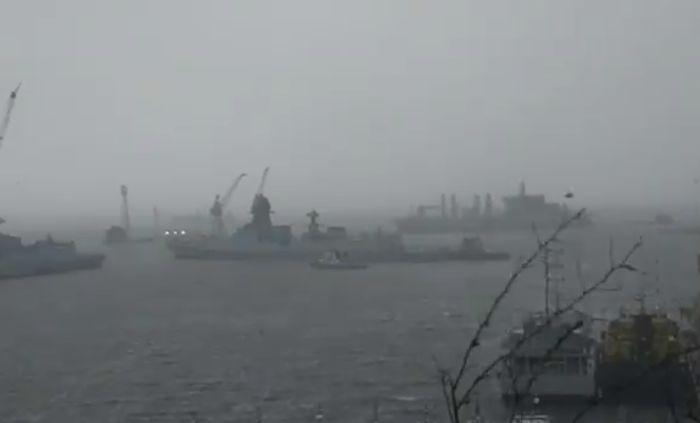 Barge P305 SAR during Cyclone Tautae