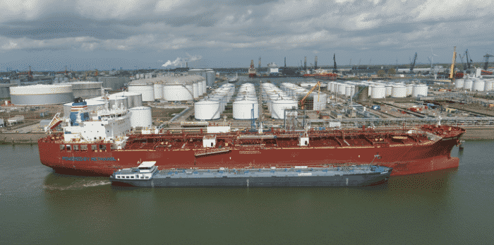 Takaroa Sun conducting barge-to-ship bunkering of methanol fuel