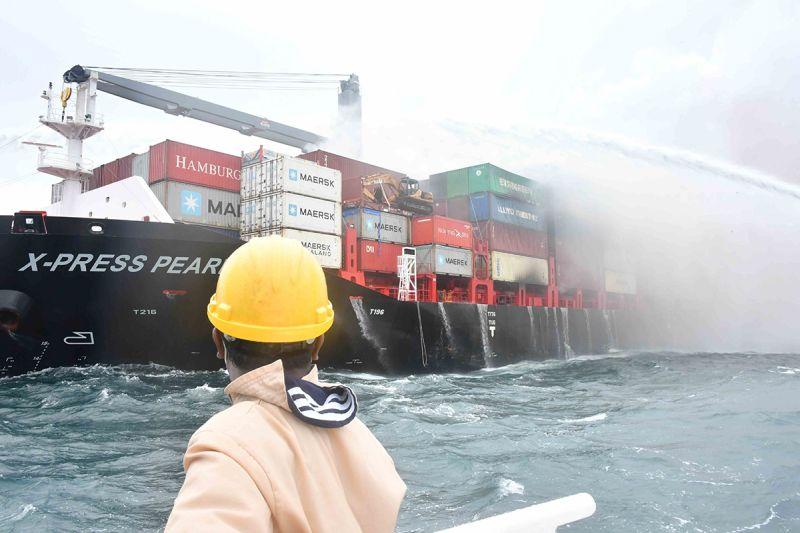 X-Press Pearl - fire under control