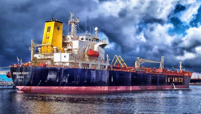 d'Amico vessel at anchorage - Ballast Water Bild
